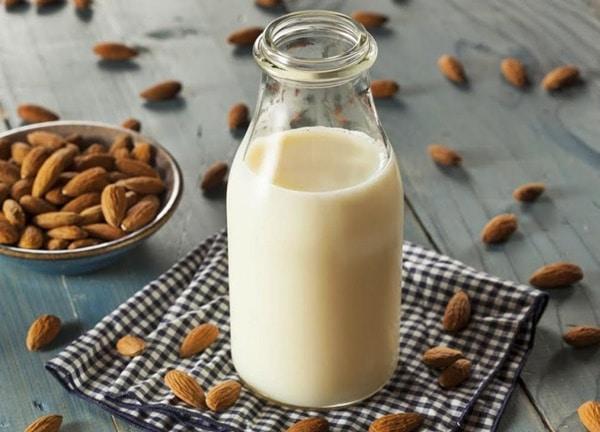 Bạn có thể làm sữa hạnh nhân
