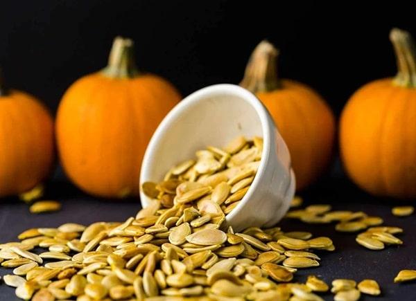 Các loại hạt bí đều cung cấp chất béo thực vật omega 3 phong phú
