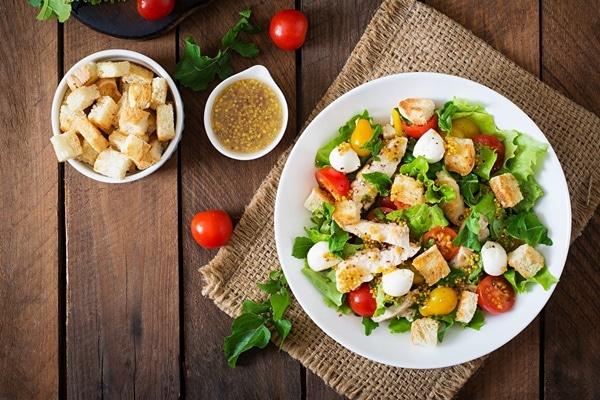Có thể kết hợp hạt phỉ xay nhuyễn với món salad